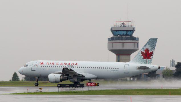 Air Canada recibirá ayuda si reembolsa viajes anulados y mantiene vuelos regionales