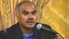 د. حسين قستي مؤسّس ومدير عام جمعيّة زبيدة تلاب الخيريّة في وينيبيغ متحدّثا إلى تلفزيون سي بي سي هيئة الاذاعة الكنديّة عام 2017/CBC/Radio-Canada