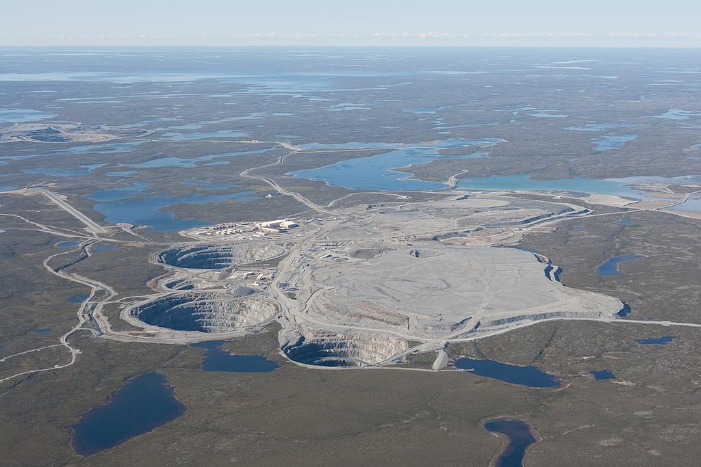 Aerial_view_of_Ekati_Mine