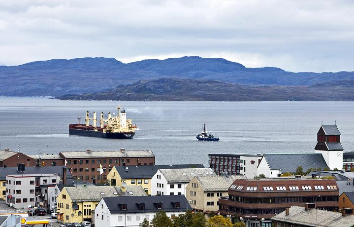 Hong Kong flagged Nordic Barents carrying 40,000 tonnes of iron ore leaves Kirkenes in the north of Norway on route to China via the Arctic Northeast passage on September 4, 2010. (Helge Sterk/Scanpix Norway/AFP Photo)