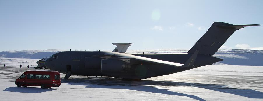 A C-17 military transport plane in Thule, Greenland. Photo by Levon Sevunts.