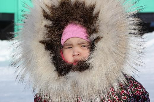 Child in Ulukhaktok wearing parka with starburst, a typical style for the community. Photo: Eilís Quinn, Radio Canada International.