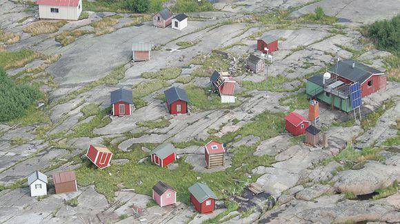 Fishing shacks on Huovari Island were scattered by high winds. Image: Rajavartiolaitos. Yle.
