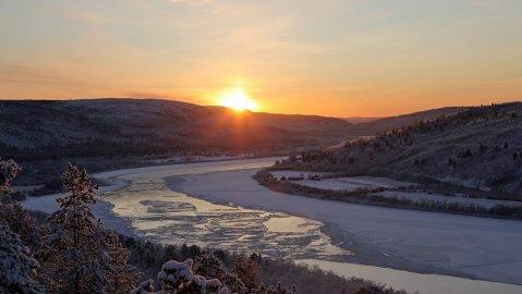 Goodnight sun. The Piesjoki River in the village of Karigasniemi in Finland's Far North on November 19. Image: Antero Isola.