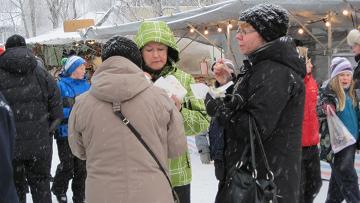 Sami food is in focus at the Jokkmokk winter market. Photo Jörgen Heikki.