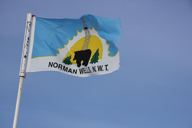Norman Wells flag. Photo: Eilís Quinn, Radio Canada  International