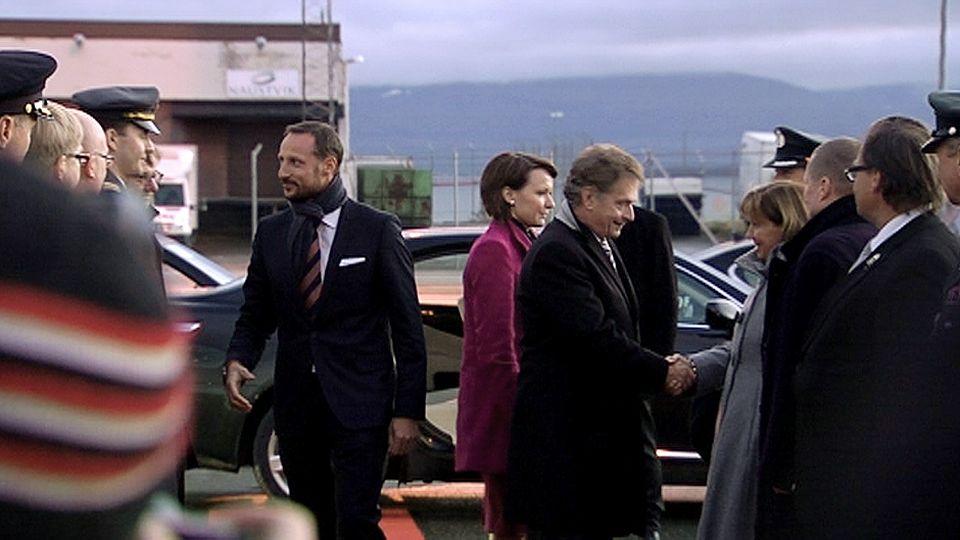 Finnish president Sauli Niinistö, his wife Jenni Haukio and Norwegian Crown Prince Haakon on a recent visit to Norway. (Yle)