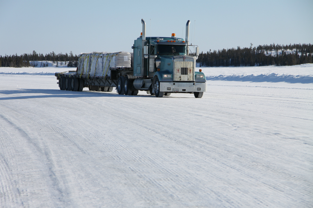 Truck_on_the_ice_road