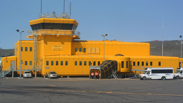 The Iqaluit airport. TSB spokesperson John Lee said many airports in the North do not have big enough safety areas at the end of their runways. (Patrick Nagle/CBC)