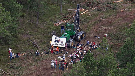 Demonstrations against the planned quarry. Photo: Gunnar Britse