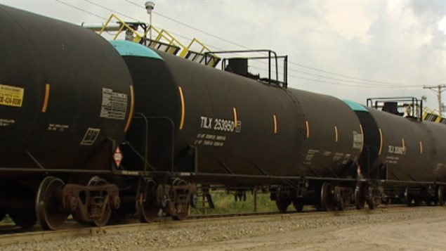 train-citerne-petrole_sn635