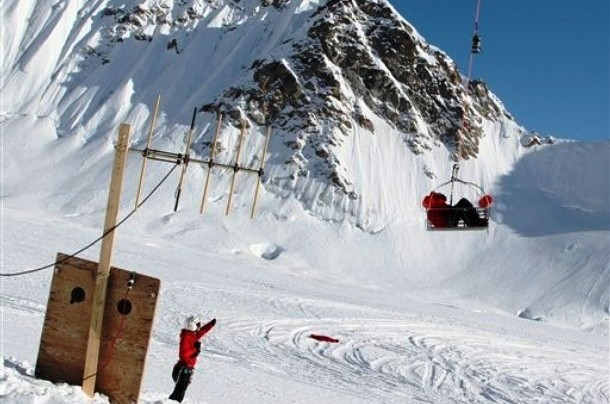A helicopter rescues Jerry O'Sullivan at 19,500 feet on Mt. McKinley. National Park Service. Photo: Alaska Dispatch