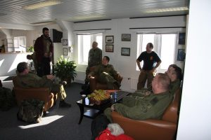 Tom_Smitheringale_chatting_with_Canadian_pilots