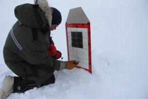 A Canadian Ranger is using a marker to mark his shots on the target. Photo by Levon Sevunts.
