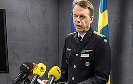 Chief of Operations, Lieutenant General Anders Silwer speaking at a press conference on Monday. (Leo Sellén/Scanpix/Radio Sweden)