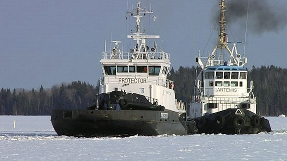 The icebreakers Protector and Artemis. (Yle)