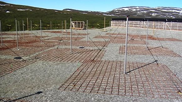 The KAIRA radio telescope is located at Kilpisjärvi, right along the border with Norway. (Raimo Torikka / Yle)