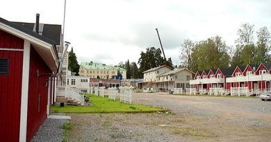 New chalet-style cottages are being built near the 1920s main building. (YLE)