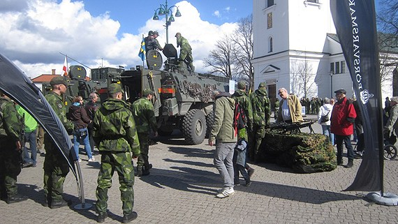 Recruitment is a major issue for the Swedish military, after the shift to a volunteer force. (Maria Franzén / Sveriges Radio)