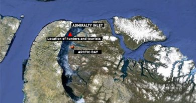 Two groups, hunters and tourists, were stranded on two ice floes in Admiralty Inlet near Arctic Bay, Nunavut. The hunters have returned safely to shore. The tourists were to be picked up later Wednesday. (CBC)