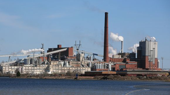 The Sunila mill is to become a model of sustainability. (Raine Martikainen / Yle)