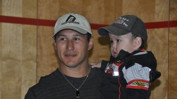 Tootoo hangs out with one of the youngest hockey fans in town. (Emily Ridlington/CBC)
