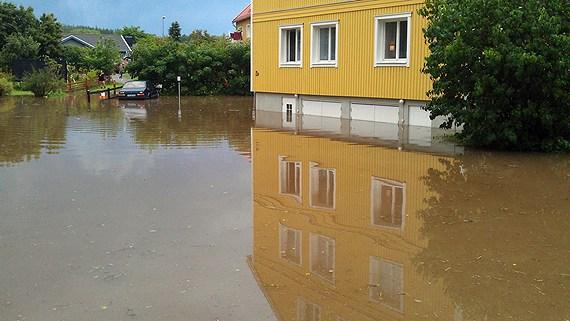 Flooding near Söderhamn. (Christian Höijer/Sveriges Radio)