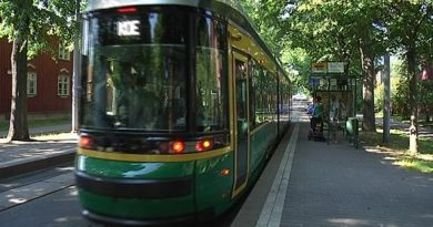 Helsinki's trams are becoming more popular as residents try to avoid the traffic. ( Yle )