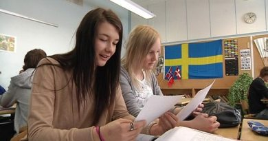 A citizen's initiative against mandatory Swedish in the Finnish school system is gaining momentum. ( Kalle Niskala / YLE )