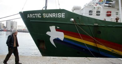 The Greenpeace vessel Arctic Sunrise has defied Russia's instructions to turn back. (Gustau Nacarino/Reuters)