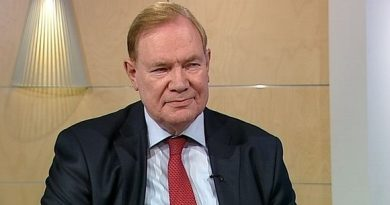 Finland's former prime minister Paavo Lipponen advocates mandatory Swedish-language lessons in the Finnish school system. (Yle)