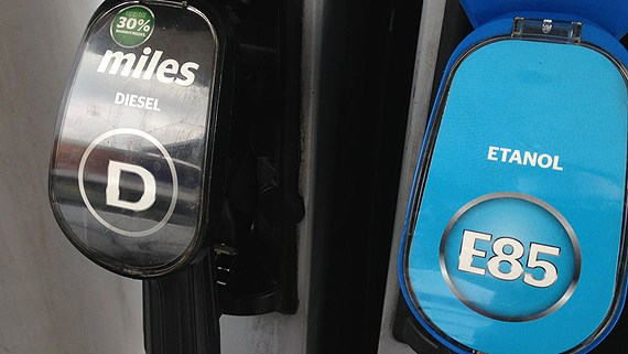 The government hopes financial incentives will encourage Swedish drivers to choose greener options. (Tobias Wallin/Swedish News Radio)