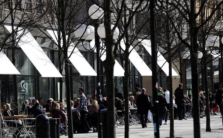 A café in Stockholm, Sweden. How do lifestyle choices like eating out affect the environment? (Olivier Morin/AFP)