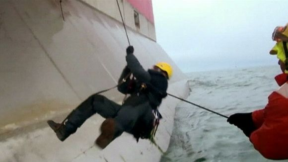 Greenpeace activists attempted to board a drilling platform in the Pechora Sea. (Greenpeace)