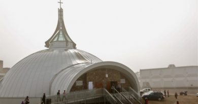Officials from the Anglican diocese of the Arctic say they are in a financial crisis after receivers for a bankrupt contractor asked for the outstanding bills on the new Iqaluit cathedral to be paid.(CBC.ca)