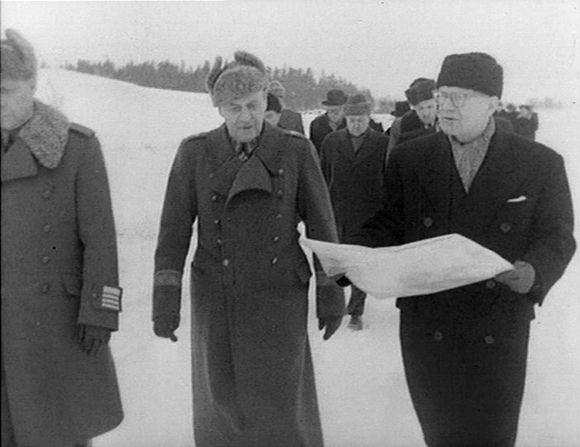 President Urho Kekkonen getting to know the newly-returned Porkkala peninsula. (Yle)