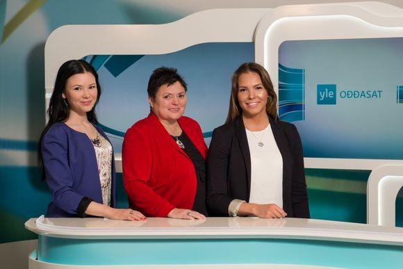 Yle Ođđasat news anchors Aletta Lakkala (left), Kaisa Aikio and Rosa-Máren Magga in the new Sámi language studio in Inari. Image: Vesa Toppari / Yle