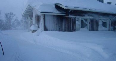 There's no doubt it is winter at Kilpisjärvi. ( Oula Kalttopää / Yle)