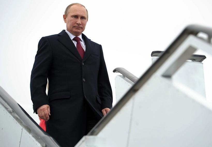 Russia's President Vladimir Putin descends from his plane in Armenia's Gyumri airport, on December 2, 2013.  (Alexei Nikolsky / RIA Novosti / AFP)