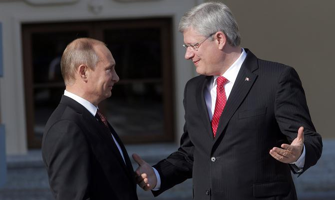 Russia's President Vladimir Putin, left, speaks with Canada's Prime Minister Stephen Harper during arrivals for the G-20 summit at the Konstantin Palace in St. Petersburg, Russia on Sept. 5, 2013. (Dmitry Lovetsky/ AP)