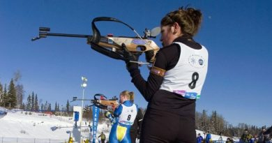 Athletes compete in the snowshoe biathlon in the 2008 Arctic Winter Games. Trials for the sport will be held indoors this weekend, as temperatures drop to -30. (CBC.ca)