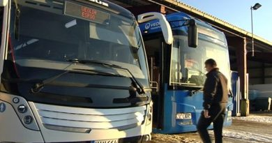 Electric buses at the Veolia depot. (Yle)