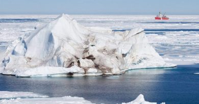 Federal officials will travel to ten Nunavut communities starting next week to talk about the potential for oil and gas exploration in Baffin Bay and Davis Strait. (Jonathan Hayward/Canadian Press)
