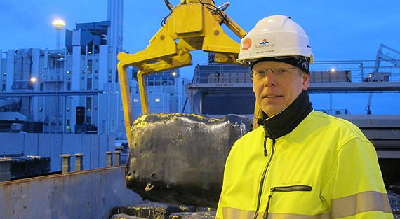 Mälarenergi's Heating Manager Niklas Gunnar in front of the first load of waste that has been shipped from Ireland. (Mälarenergi / Radio Sweden)