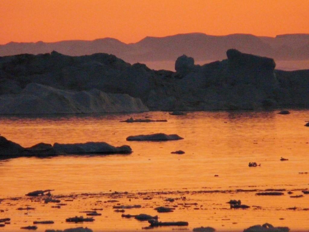 Summer night in Ilulissat (I.Quaile)