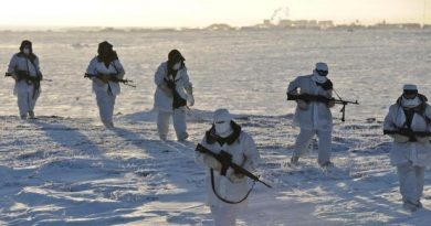 Members of the Domestic Response Company patrol near Rankin Inlet on Feb. 16 during Exercise Trillium Response. (Master Cpl Dan Pop/Canadian Army Public Affairs/CBC.ca)