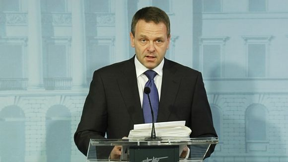 Minister of Economic Affairs Jan Vapaavuori made the announcement at noon on Tuesday. (Yle News)