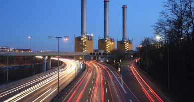 Cars speed past a coal-fired power plant operated by Swedish energy conglomerate Vattenfall on February 25, 2014 in Berlin, Germany. ( Sean Gallup / Getty)