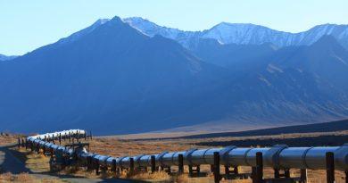 Pipeline carrying oil from Alaska's North Slope to Valdez, Alaska. (iStock)