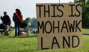Residents of Akwesasne do not consider themselves as belonging to any one province, and are protective of their rights on their land, as in 2009 when they staged a protest over the arming of border guards. (Rebecca Zandbergen/CBC)